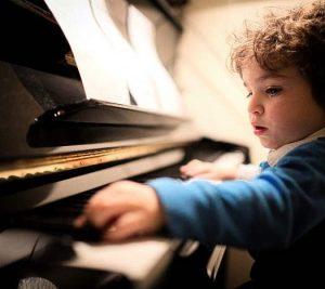 El niño y el piano